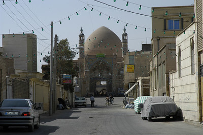 Aaqa Bozorg Mosque Khashan: we were informed that that contrary to traditions this was the only mosque in Iran whose dome (gunbad) was higher than the two minarets.