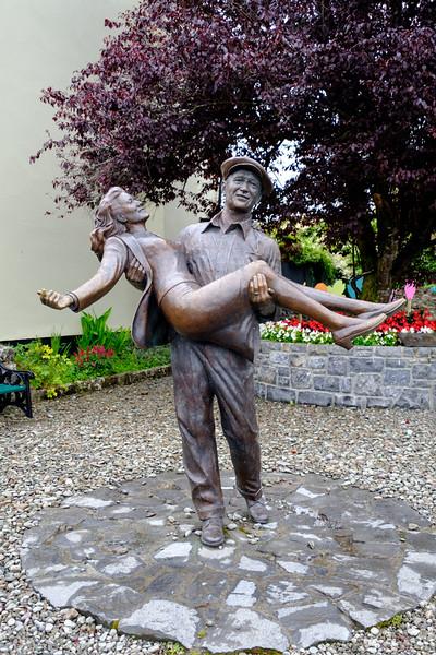 Statue of Maureen O'Hara & John Wayne near the town center