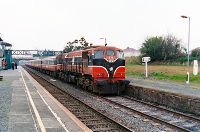 071 at Arklow on 7th April 2000