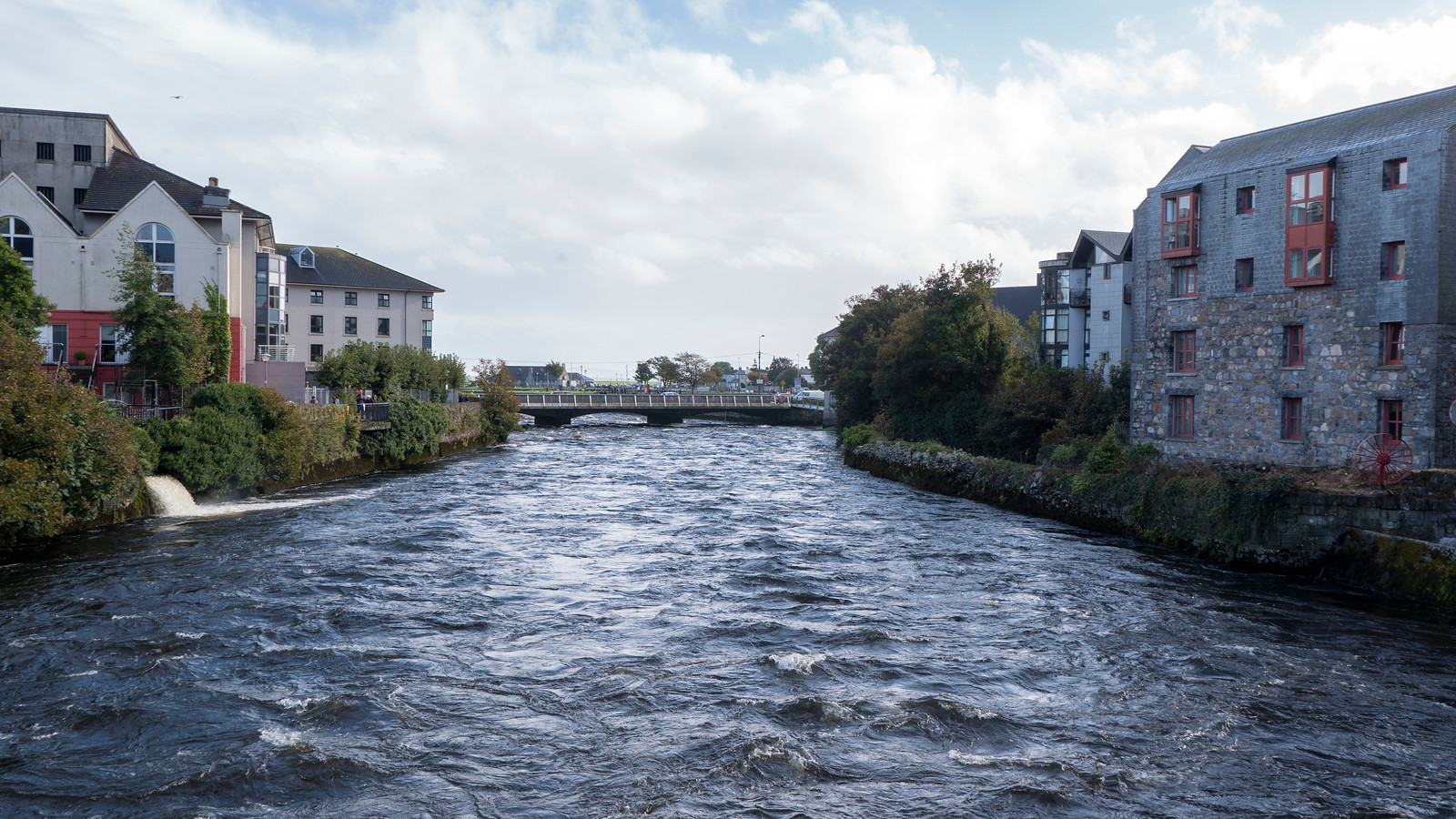 Best things to do in Galway - River Corrib