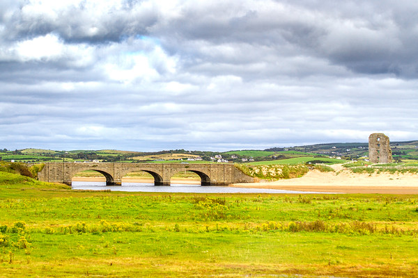 O'Brien Bridge over the Inagh River an Dough Castle ruins in Lahinch County Clare - Ireland