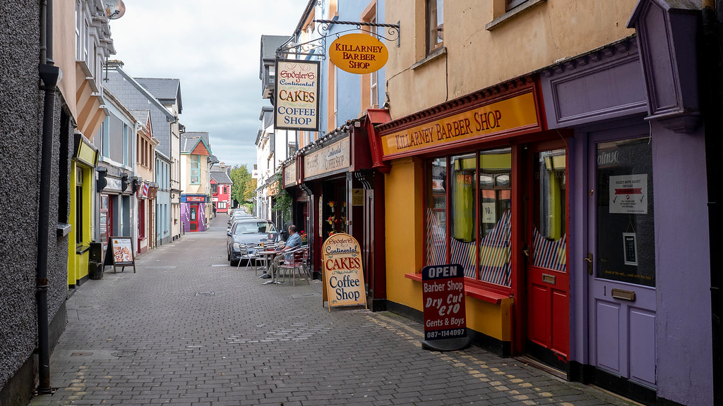 Downtown Killarney Ireland - Exploring all the alleyways and adorable streets with colorful buildings