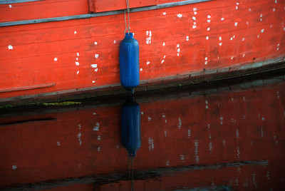 blue bump red boat