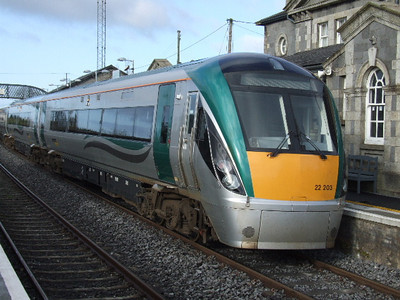 22203 at Bagnalstown on 04.04.09 on 07.30 Dublin - Waterford service.