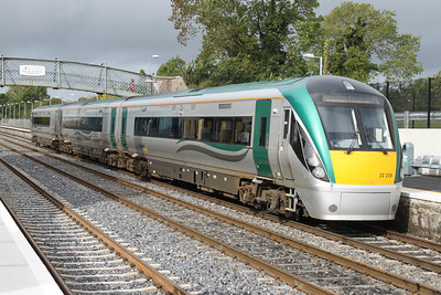 22228 at Kildare on 10.09.11 awaiting the 10.55 Kildare - Heuston service.