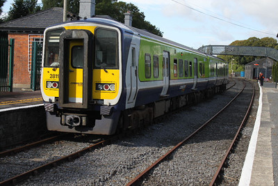 2811 (+ 2812) at Carrick-on-Suir on 29.09.12 on 11.40 Waterfrord - Limerick Junction service.