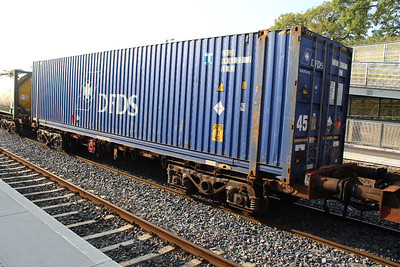 30230 Bogie Flat with 45 foot DFDS Container at Kildare on 27.09.13 on Ballina - Waterford Liner.
