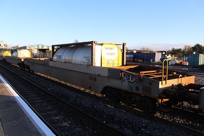 36016 - Pocket Wagon at Kildare on 09.01.14 on 11.00 Balina - Waterford Liner.