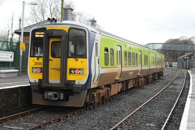 2814 (+ 2813) at Carrick-on-Suir on 22.12.12 on 11.40 Waterford - Limerick Junction service