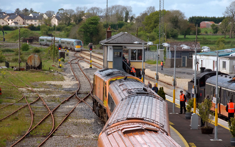 Claremorris, looking west, 9 May 2009 - 1538     Set 5 & 22318 are leaving with the 1240 Heuston - Wesport as No 4 waits to follow while 214 dozes.