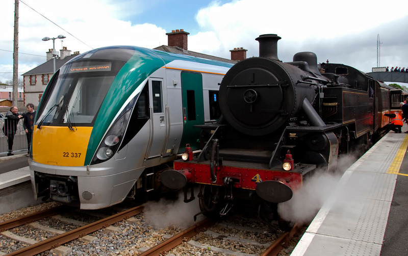 22337 & No 4, Castlerea, 9 May 2009 - 1420     The six-car Intercity DMU was working the 1310 Westport - Heuston.