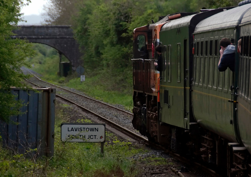 078, Lavistown South Junction, 8 May 2009 - 1206    Passing the southerly spur from Kilkenny.