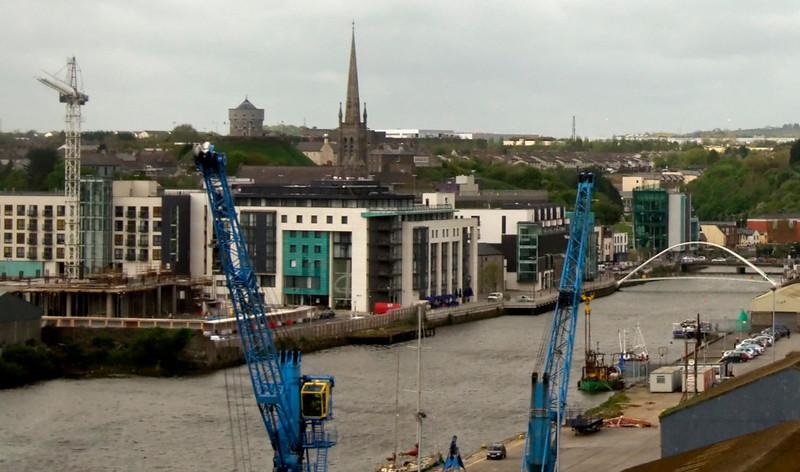 Crossing the Boyne at Drogheda, 7 May 2009 - 1011 2: Looking west