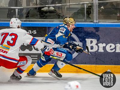 Spartas spiller Hans Kristian Jakobsson i duell med Vålerengas spiller William Strøm i kampen mellom Sparta og Vålerenga.   Foto: Thomas Andersen
