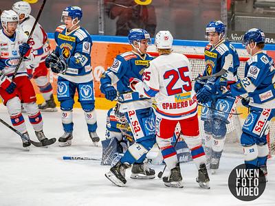 Spartas spiller Martin Andre Ellingsen i duell med Vålerengas spiller Colin Spaberg Olsen  i kampen mellom Sparta og Vålerenga.   Foto: Thomas Andersen