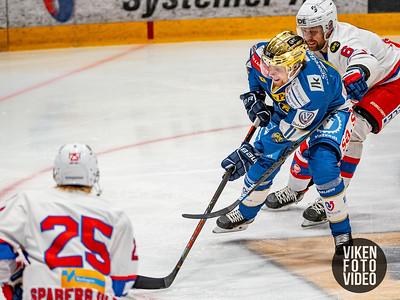 Spartas spiller Hans Kristian Jakobsson i duell med Vålerengas spiller Oskar Eklund i kampen mellom Sparta og Vålerenga.   Foto: Thomas Andersen