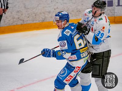 Spartas spiller Martin Grönberg og Narviks spiller Jonatan Wik i kampen mellom Sparta og Narvik. Foto: Thomas Andersen