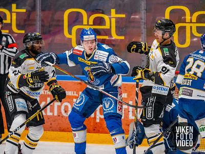 Spartas spiller Emil Lilleberg i duell med Stavanger spiller Gregory Maudling og Stavanger spiller Tommy Kristiansen i kampen mellom Sparta og Stavanger. Foto: Thomas Andersen