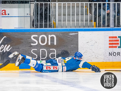 Spartas spiller Emil Lilleberg felles i kampen mellom Sparta og Stavanger. Foto: Thomas Andersen