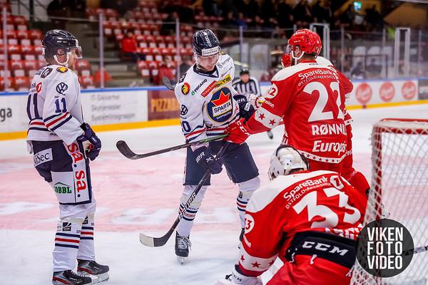 Spartas spiller Magnus Nilsen og Spartas spiller Kristian Jakobsson  i kampen mellom Stjernen og Sparta. Foto: Thomas Andersen