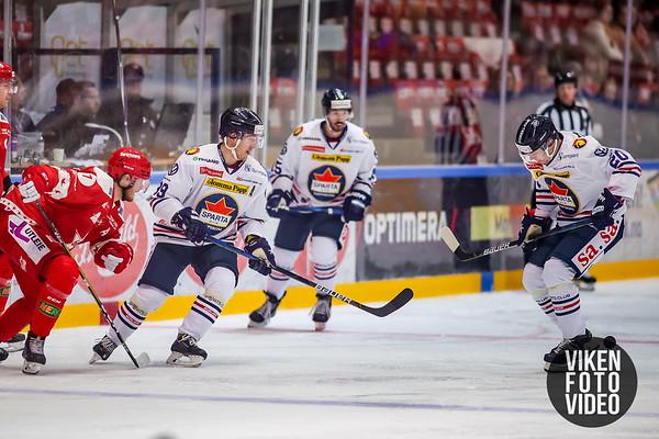 Spartas spiller Eirik Børresen  og Spartas spiller Magnus Nilsen i kampen mellom Stjernen og Sparta. Foto: Thomas Andersen