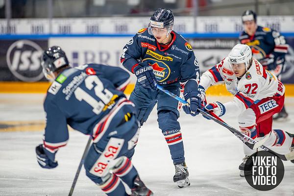 Spartas spiller Henrik Knold og Vålerengas spiller Calle Rune Spaberg Olsen i kampen mellom Sparta og Vålerenga. Foto: Thomas Andersen