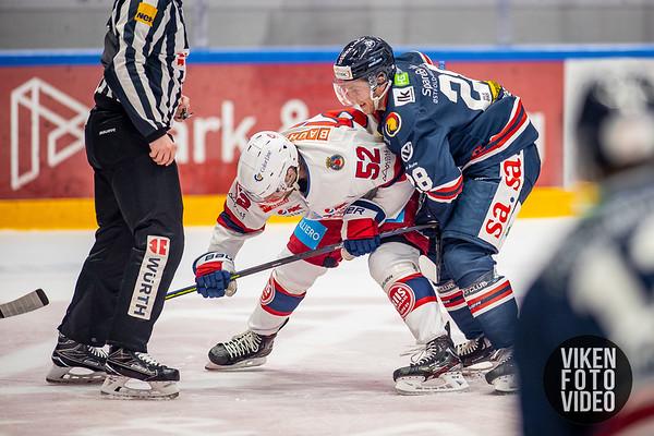 Spartas spiller Niklas Roest  og Vålerengas spiller Filip Gunnarsson i kampen mellom Sparta og Vålerenga. Foto: Thomas Andersen