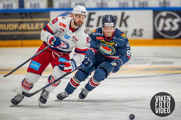 Spartas spiller Eirik Børresen  og Vålerengas spiller Daniel Sørvik i kampen mellom Sparta og Vålerenga. Foto: Thomas Andersen
