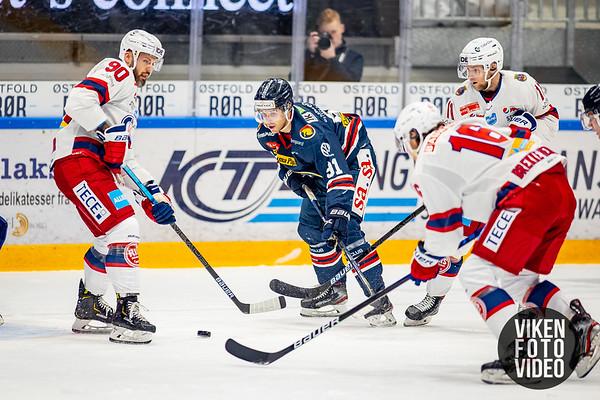 Spartas spiller Samuel Salonen  og Vålerengas spiller Daniel Sørvik i kampen mellom Sparta og Vålerenga. Foto: Thomas Andersen