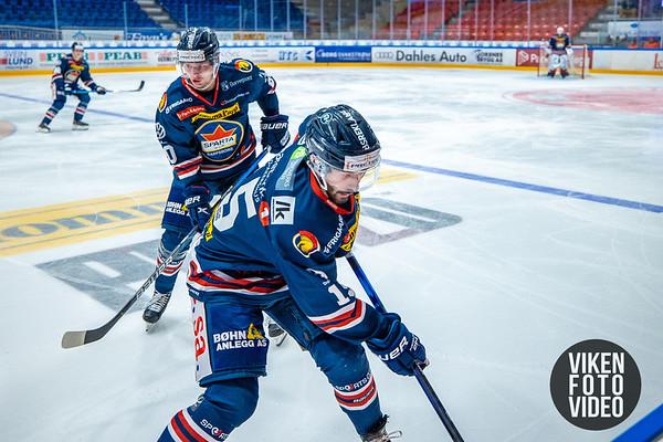 Spartas spiller Robin Andre Soudsky og Spartas spiller Magnus Nilsen i kampen mellom Sparta og Lillehammer. Foto: Thomas Andersen - www.vikenfotovideo.no