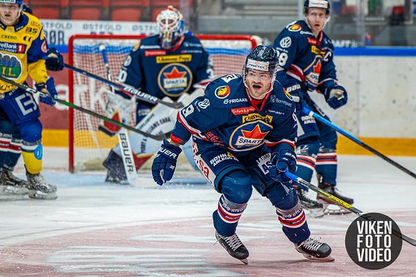 Spartas spiller Anders Tangen Henriksen i kampen mellom Sparta og Storhamar. Foto: Thomas Andersen