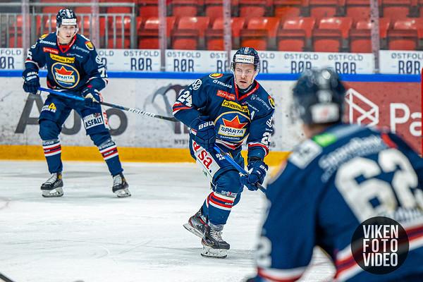 Spartas spiller Mattias Nilsson i kampen mellom Sparta og Storhamar. Foto: Thomas Andersen