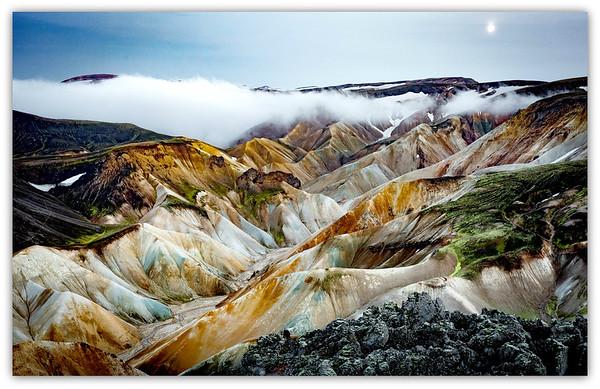 Vue des montagnes de rhyolite à partir du sommet du Volcan Brennisteinsalda