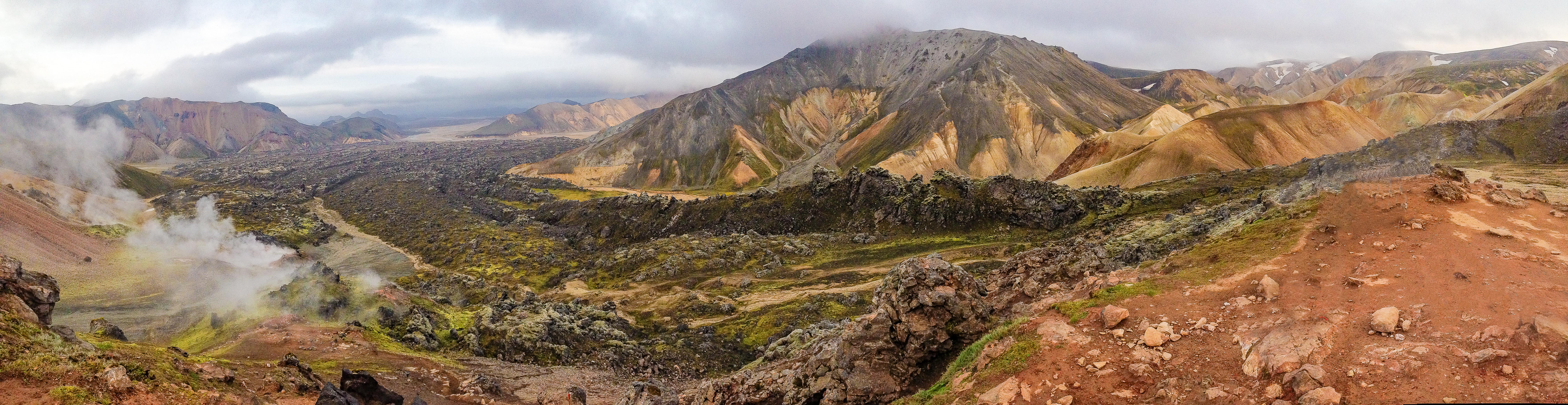 Vue panoramique prise du Brennisteinsalda et dirigée vers le Blahnukur