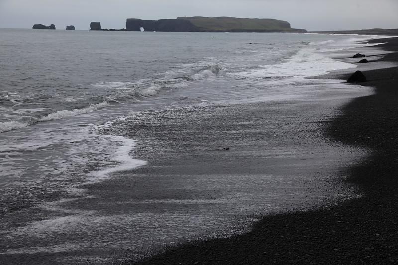Czarny, bazaltowy piasek