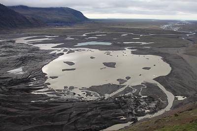Krajobraz wyrzeźbiony przez wodę spływającą z lodowca