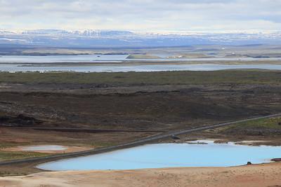 Woda ma tak niesamowity kolor z powodu minerałów, z oczek wydobywa się ziemię okrzemkową