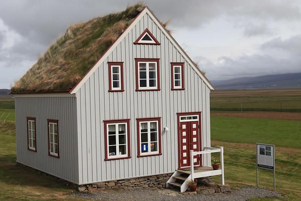Tradycyjne domostwo islandzkie (jednak nowszej generacji, bo już drewniane)