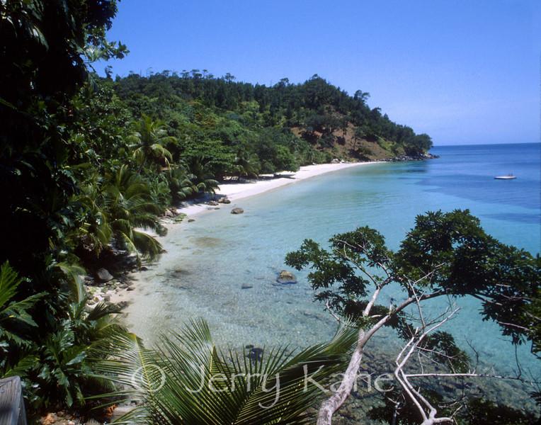 Quiet beach on Guanaja, Bay Islands, Honduras