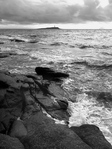 Pladda and waves.