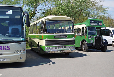 RESH/Duple 302 (KDL885F) after we'd taken her to Godshill, accompanied by 'Long Tom' LL5G 835 (HDL279)