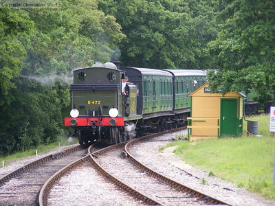 B473 approaches Smallbrook Junction with the first train of the morning
