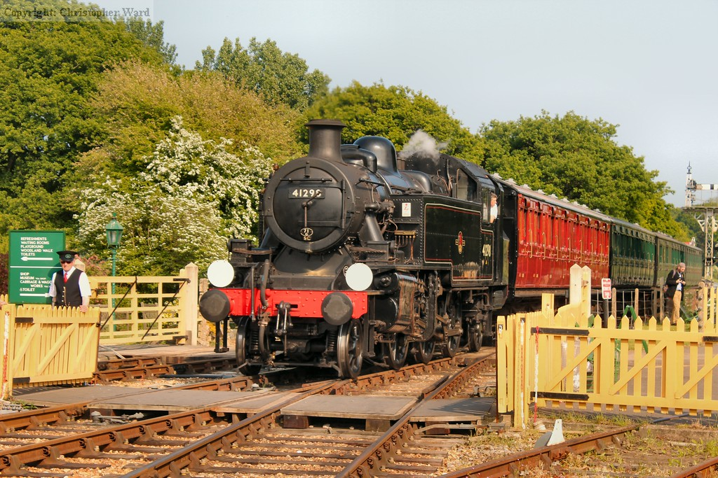 41298 arrives in the late afternoon sunshine
