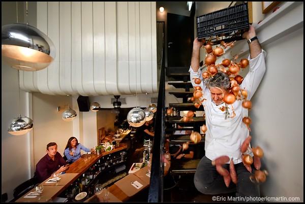 ISRAEL. TEL AVIV BAUHAUS. RESTAURANT NORTH ABRAXASS. Portrait d Eyal Shani le chef le plus déjanté de Tel-Aviv ici dans l un de ses nombreux restaurants le North Abraxass