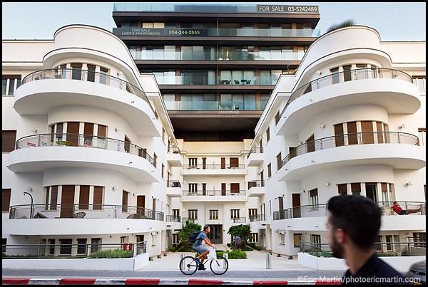 ISRAEL. TEL AVIV BAUHAUS. La Maison Reisfeld (1935) au 96 rue Hayarkon. Architecte : Pinchas Biezunsky. Rénovation et extension (2012) réalisées par Bar Orian et Amnon Bar Or Architects.