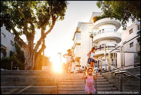 ISRAEL. TEL AVIV BAUHAUS. La Ville blanche de Tel Aviv est la synthèse d'une valeur exceptionnelle des diverses tendances du Mouvement moderne en matière d'architecture et d'urbanisme au début du XXe siècle comm ici à Intersection rue Dov Hoz et la rue Mapu