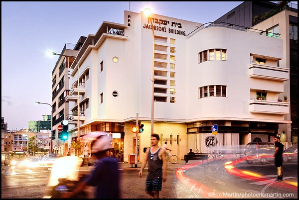 ISRAEL. TEL AVIV BAUHAUS. Le jacobson's Building construit en 1937 par l architecte Emanuel Halbrecht.