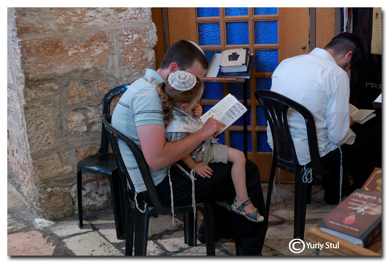 Father teaches at son to read torah