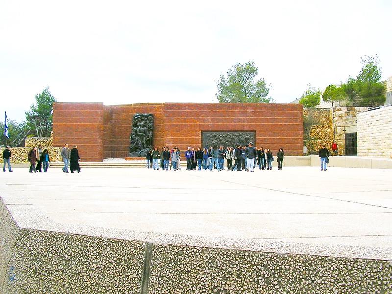 Students Visit Yad Vashem