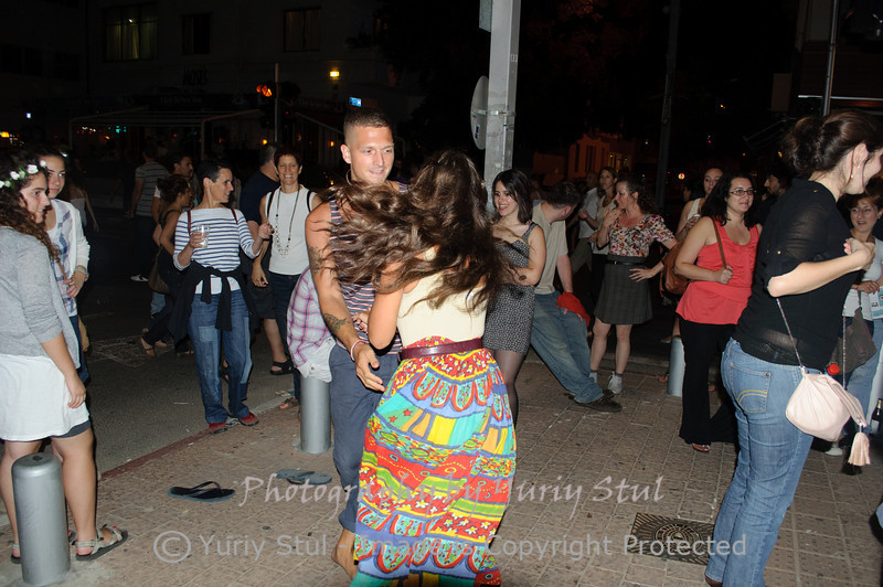 White night in Tel Aviv. Dancing, dancing, dancing...